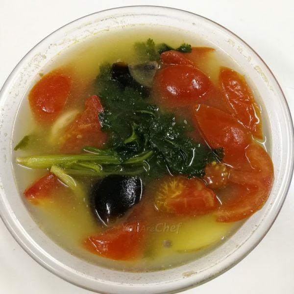 芫茜皮蛋蕃茄湯