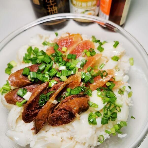 鮮百合鴛鴦臘腸煲仔飯